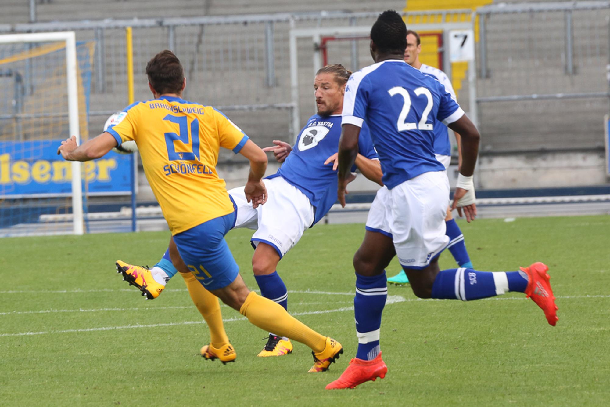 Eintracht BS - Bastia